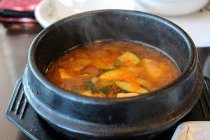 sopa miso preparada con verduras